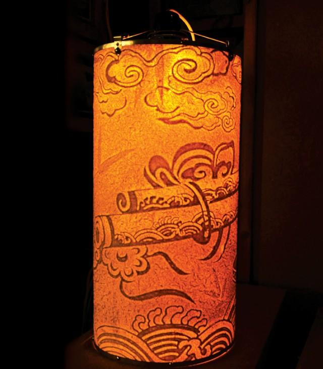 Đèn Trúc Chỉ với hình ảnh của Tranh làng Sình, đan lát Bao La...