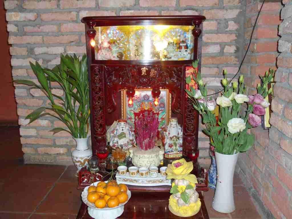 Các nguyên tắc cơ bản bày trí bàn thờ ông Địa, thần Tài